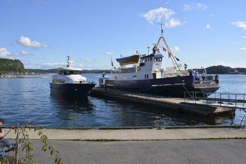 TIL KAI: Hurtigbåten «Perlen» har klappet til kai i Kragerø.