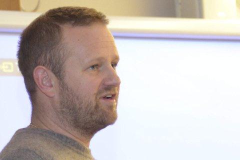 ENTUSIASTISK: Esben Selvig, kjent fra «Klovner i Kamp», forklarte entusiastisk planene om en musikkfestival i Kragerø for formannskapet.