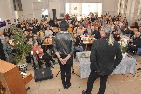 Blant de beste: De kommunale barnehagene i Kragerø er blant landets beste. Rådmann Inger Lysa og hovedutvalgsleder for læring og utvikling, Håkon Ljosland benyttet anledning til å gratulere de ansatte under en samling i Løkka.