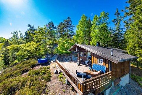 Prisantydningen for hytta i Kjølebrønd er 820.000 kroner.