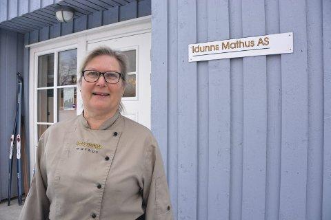 Idunn Haugland har både bakeri, konditori og kjøkken på hjemstedet sitt, Jordbudal på Neslandsvatn.
