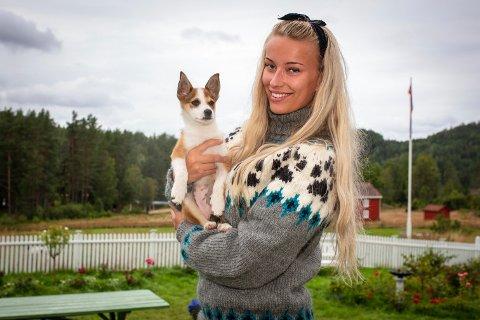 Marte Flobergseter fra Lesjaskog er en av 14 deltakere som har levd på gården Lundereid i Telemark og kjempet for tilværelsen.