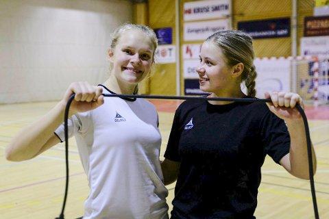 TALENTER: Maja Furu Sæteren og Tuva Muffetangen er gode venninner både på og utenfor håndballbanen.