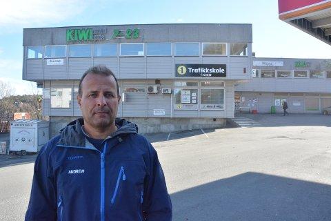 STORE PLANER: Andrew Howatson har laget en intensjonsavtale med Norgesgruppen for å utvikle Kalstadsenteret. Eiendomsutvikleren ønsker å bygge om senteret, og vil ha leiligheter både i andreetasjen og i en ny tredjeetasje. (Foto: Per Eckholdt)