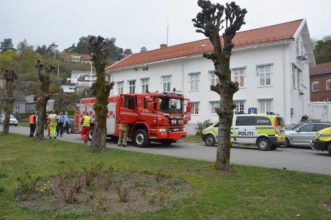 Brannvesenet rykket ut til politistasjonen med mannskaper.