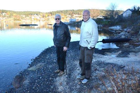 SANDSTRAND: Her ved Lovisenberg familiecamping ønsket grunneierne Hans (t.v.) og Erik Moen å anlegge en sandstrand til fri benyttelse for publikum. Prosjektet er foreløpig stoppet. (Arkivfoto: Per Eckholdt)