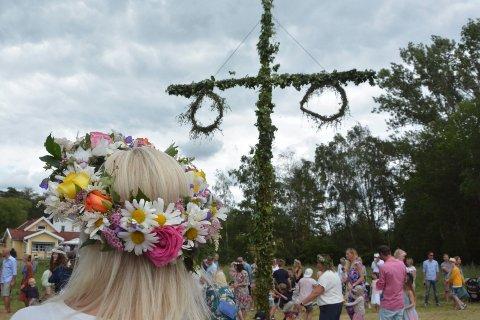 Midtsommar er kanskje den aller viktigste dagen for svenskene. Da stopper hele sSverige opp, og alle skal være med å feire.