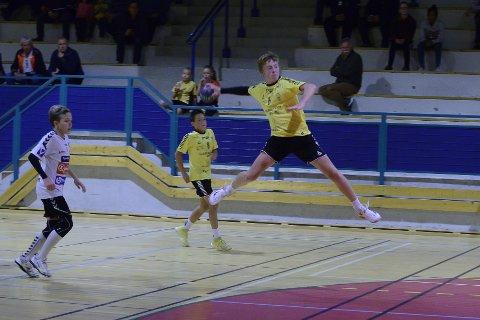 Den satt: Theodor Robertsen Østland ble kampens toppscorer med seks mål.