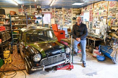 Vurderer salg: Sverre Løchen vurdere å selg sin racerbil, en Mini Coop S. En bil han har et spesielt forhold til.
