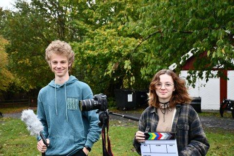 GLADE FILMSAKPERE: Trym Cannon og Lisa Gardiner fra Tønsberg er glade for å kunne tilbringe høstferien på Jomfruland og få utvikle filminteressen sin enda mer.