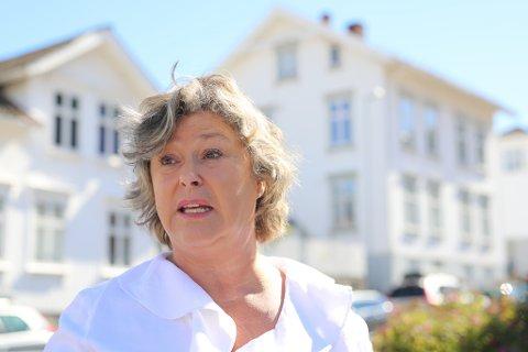 """HEKTISK: Torunn Rugaas har vært med på en berg- og dalbane hva angår følelser siden dokumentaren """"Mysteriet Marianne"""" gikk på TV. Nå varsler hun juridiske steg mot politiet for å få dem til å erkjenne at saken om hennes savnede datter, Marianne Rugaas Knutsen, ikke er en mordsak, men en forsvinningssak. Det har mye å si for videre gang. Bildet er tatt under pressekonferansen utenfor Risørhuset tidligere i høst. Arkivfoto: Stig Sandmo"""