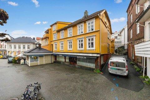 SOLGT: Arne Nossen ga det høyeste budet på Storgata 5 i Kragerø sentrum.
