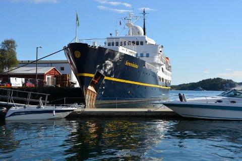 BOOKET PLASS: Cruisskipet MS «Serenissima» har bestilt plass ved Danskekaia 15. juli, men havnefogden er usikker på om skipet kommer. Her fra et tidligere besøk i Kragerø.