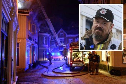 AVVERGET BYBRANN: Vakthavende brannsjef Odd Morten Dalen forteller at onsdagens brann kunne gått riktig ille. Heldigvis fikk brannvesenet kontroll på situasjonen.
