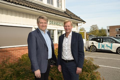 Egen ALLIANSE: Kjell Nærum i Drangedal sparebank og Ben Roger Elvenes går i sin egen bankallianse. Med det regner de med å spare 35 millioner i kostnader, ved å bryte med et stort finanskonsern.