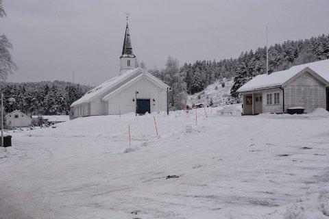 Oppbudet av politibiler og ambulanser vakte naturligvis oppsikt ikke langt fra Kroken kirke.