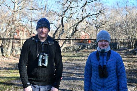 ONKEL OG NEVØ: Ola Nordsteien og Martin Nordsteien Nes bruker vinterferien på Jomfruland fuglestasjon.