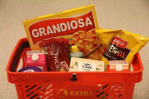 PRISSJOKK: Denne handlekurven koster deg nesten 130 kroner mer enn for ett halvt år siden. Foto: Lena-Christin Kalle.