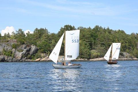 Første seier: Odd Chr. Hansen tok sin aller første seier i Skåtøy Rundt. Bjørn Hestangen måtte gi tap noen båtlengder før målgang.