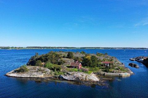 USIKKERT: Mange ønsker seg denne eiendommen i det som omtales som Kragerø-skjærgårdens indrefilet - men ingen tør å legge inn bud på Lille Røsholmen. Nå er eiendommen trukket fra markedet.