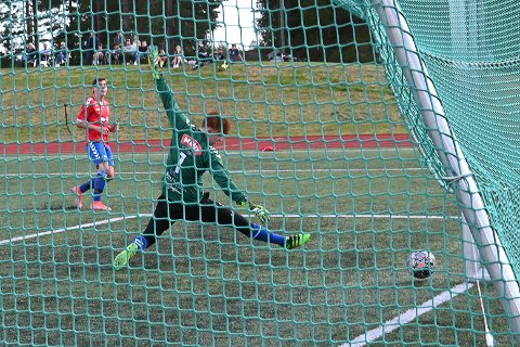 FEM GANGER: Drangedals Einar Alexander Voje Odden scoret fem ganger da Drangedal vant hele 8-0 mot Klyve.