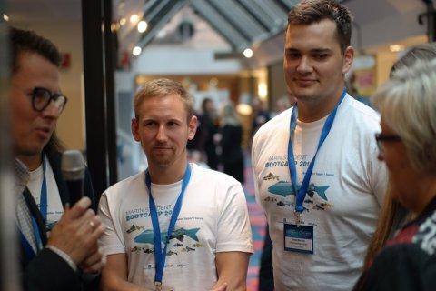 Tormod Øverland (t.h.) og tre andre medstudentar vann fredag studentkonkurransen under konferansen Sustainable Growth Summit i Bergen. (Foto: Halvard Wensel).