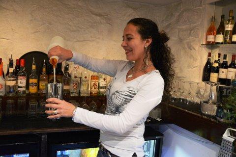 Kari Sunita Kumar har overteke drifta av Gjesten vinkjellar.