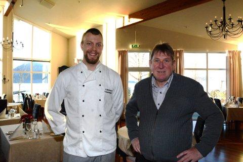 Kjøkensjef Kenneth Ramski og hotelldirektør Arne Havnerås er spente på korleis ordninga med smilefjes vil fungera.