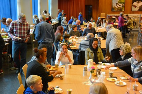Kvinnheringar, flyktningar og andre innvandrarar fann tonen rundt frukostbordet på laurdag.