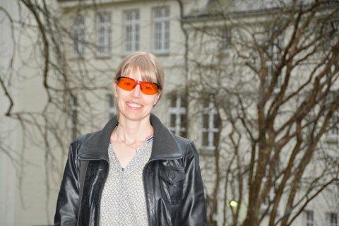 Tone Henriksen har vinne innovasjonspris for forskinga si og arbeidet med oransje briller. (Arkivfoto).