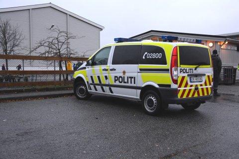 Politiet kom raskt til Sunde skule og arresterte ein person for innbrotet.
