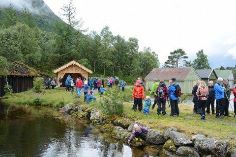 Den nye rastehytta ved Myrdalsvatnet blei opna i sommar, og er eitt av mange flotte turmål i Kvinnherad. (Arkivfoto).