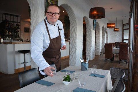 Roy Lervåg har drive restauranten Smakifrå Oska i ganske nøyaktig eitt år. Sjølv om trenden peiker mot fleire private julebord eller andre typer arrangement, har Lervåg òg godt med bestillingar til julebord i restauranten.