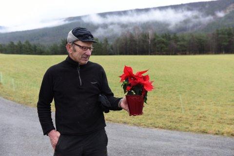 Gunnar Helland med velfortent juleblom.
