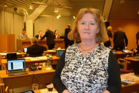 FEKK REFS: Irene Nielsen-Sjo vart refsa av ordførar Peder Sjo Slettebø i det første møte sitt i kommunestyret.