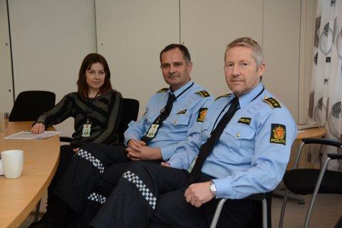 F.v. Tone Tjelmeland, Sigurd Børve og Jan L. Fosse ved Kvinnherad lensmannskontor er nøgde med nedgangen i politisaker i 2015.