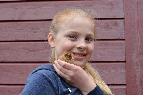 Vesle Stjerna er eit naturleg midtpunkt på garden til Elianne og familien no i påsken.