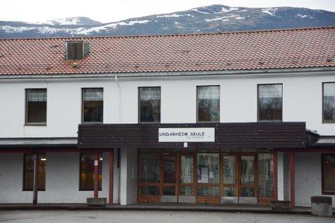 Undarheim skule vil endra dagplanen for neste skuleår. (Foto: Mona Grønningen).