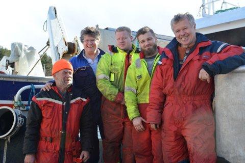 Mannskapet på MS «Sjohav» har grunn til å smila etter ein god start på årets fiske. No har dei god tru på at det kan bli ei rekordomsetning: F.v.: Even Heimstad, Odd Emil Sjo, Onar Sjo, Even Sjo og Reinert Sjo.