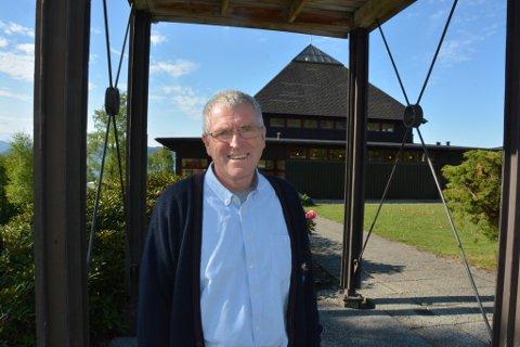 Reidar Ådnanes på sin første dag i arbeid på Valen, her han skal ha møte med sine nye kollegaer.