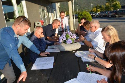 Torsdag kveld hadde arbiedsgruppa for Kvinnheradpakken møte ved Kvinnherad Næringsservice sine lokale på Husnes.