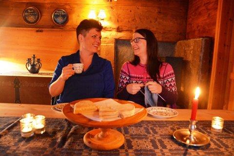 Inger Lise Bondhus (t.v.) og Hanne Bakke Berntsen fortel at det går mot nedtrapping og driftsstans i Olaløo til neste år. (Arkivfoto).