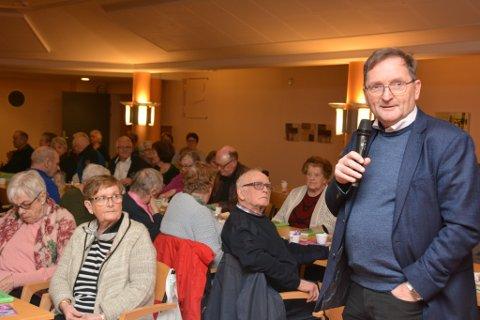 Mange møtte opp då Dill presenterte det nye tilbodet om å køyra heim middagar til abonnentar utanfor Halsnøy. Per Ove Kviteberg (t.h.) og Terje Skaare fortalte om erfaringane frå Halsnøy.