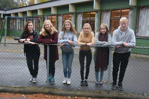 Frå venstre: Lærar Trine Sundfjord, Anna Bjørkelund, Malin Nerhus, Madelene Svåsand Hauge, Ingeborg Hove Eide og Henrik Tholo Aasen.