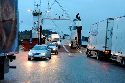 Oktober 2011 var ferjekaien på Sunde i bruk på grunn av teknisk feil på Ranavik. Gretha Rød (Ap) meiner Sunde–Jektevik er eit meir framtidsretta samband å byggja ut ferjeladestasjonar på. (Arkivfoto).