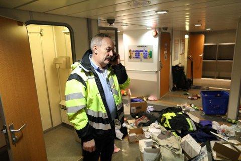 Kaptein Nils Borge måtte ta MS Admiralen ut av rute for å kvalitetssikre utstyr og rydde opp etter innbrudd natt til 1. juledag Foto: Emil Weatherhead Breistein
