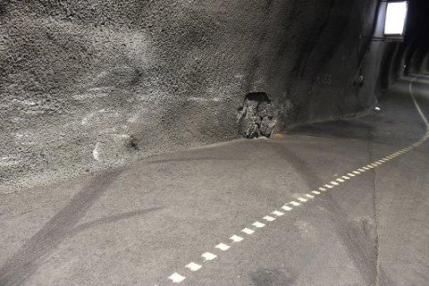 Bilen som krasja i tunnelveggen 22. desember sette tydelege spor i tunnelveggen. (Arkivfoto).