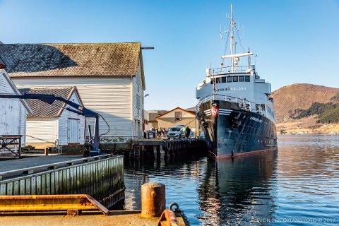 TUR: Her ligg «MS Sunnhordland» til kai i Ølen. (Foto: Svein Egil Økland).