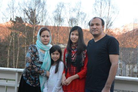 UDI har bestemt at denne samansveisa familien skal splittast. Ein advokat jobbar med saka. Frå venstre: Shokria, Narges, Zahra og Asad.