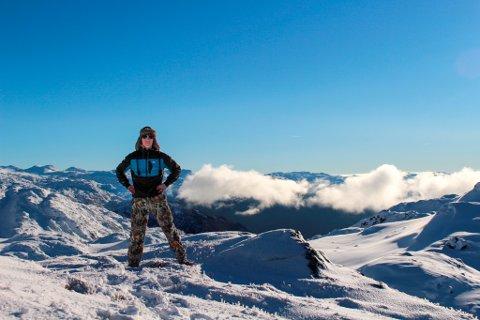 Sjølvportrett i Fjellhaugen. Smisek trivs på fjellet, både med ski, truger og barfotsko på beina. (Foto: Ivan Smisek).